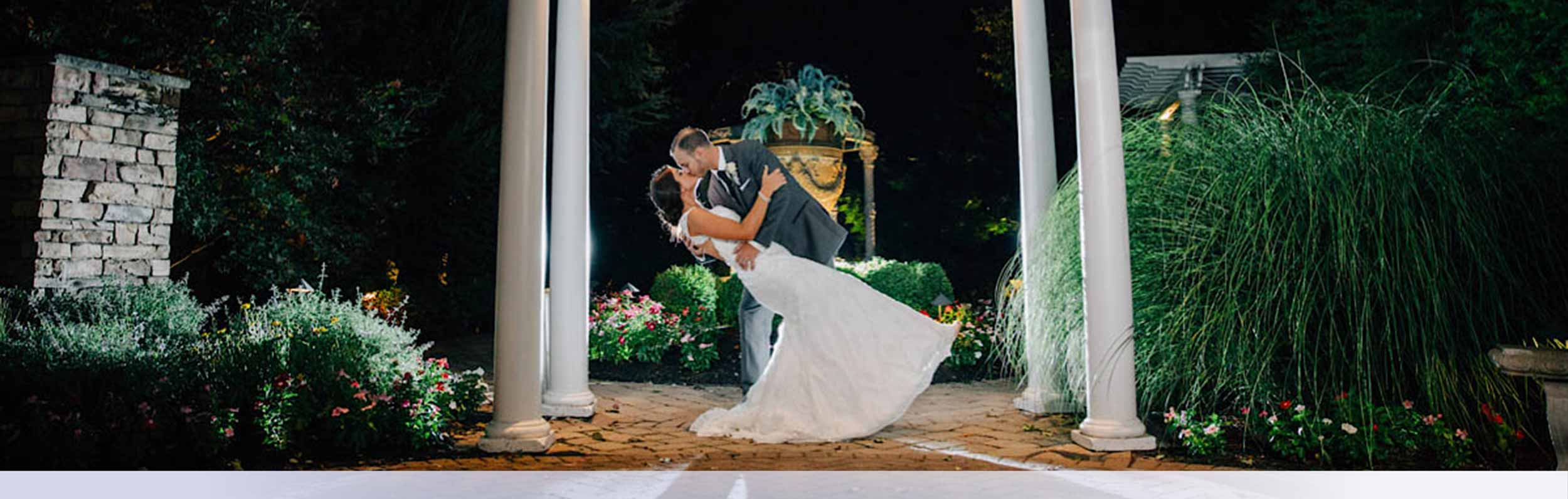 Gallery Banner 1 Evening Bride Groom Kissing