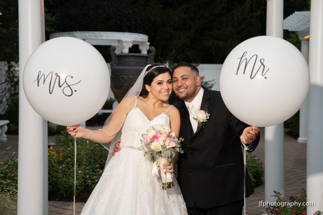 Stirling Nj Bride Groom With Balloons